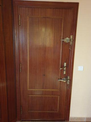 Puerta de entrada 72cm