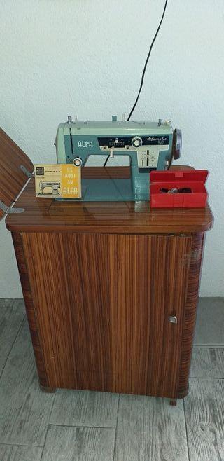 Máquina coser y boldar