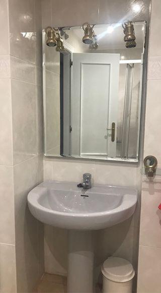 Lavabo con pie + grifo + espejo + bidet