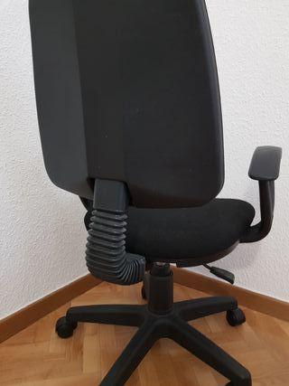 Silla de escritorio color negra