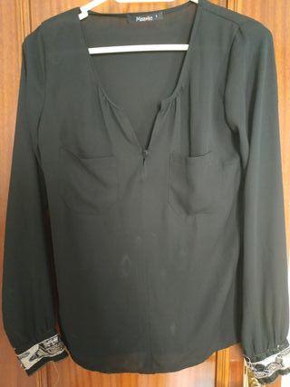 Blusa negra con pedrería