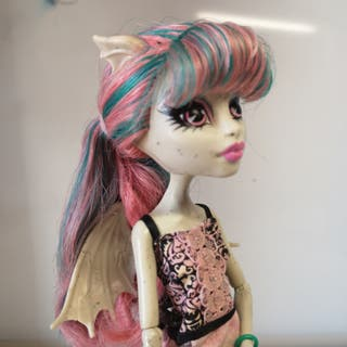 MH: Muñecas Paris y Sirena y chico de pelo verde.