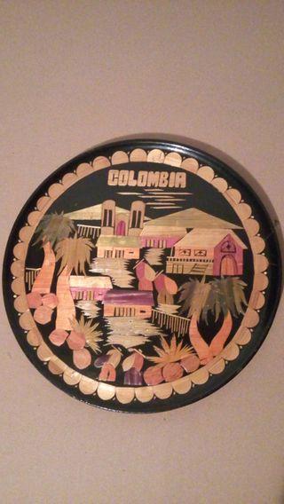 Plato decorativo de madera originario de Colombia