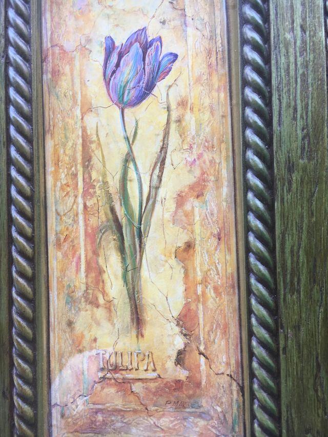 Cuadro de flor enmarcado en cristal
