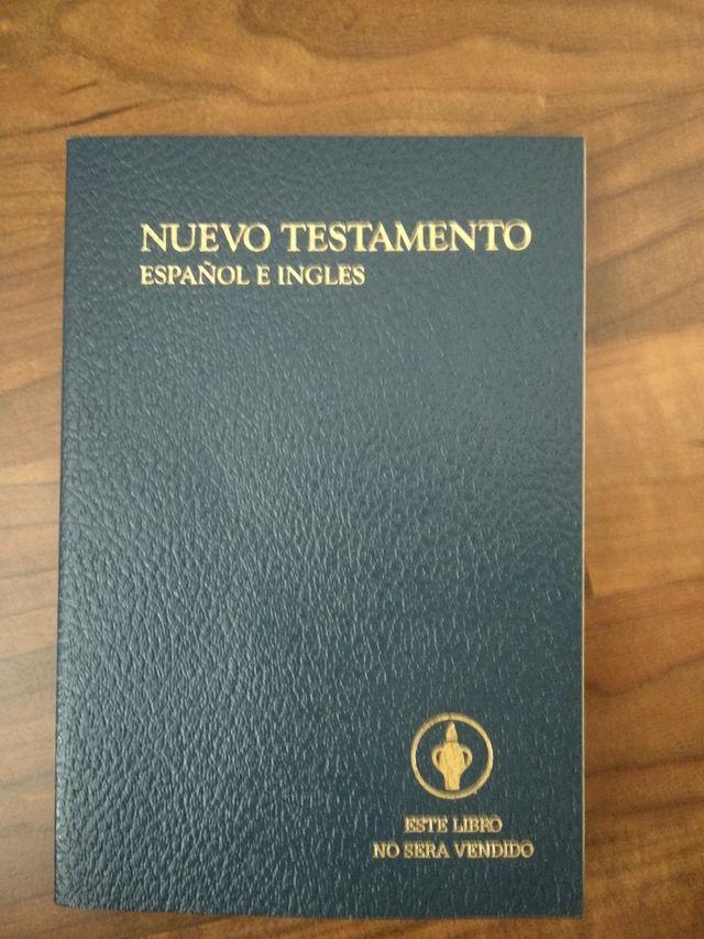 Nuevo testamento en español e inglés.