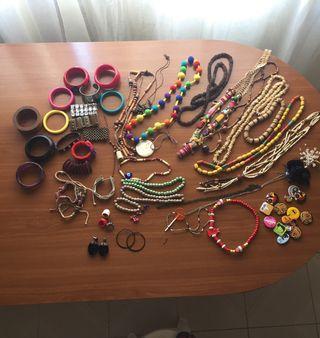 Bisutería, collares, pulseras, anillos...