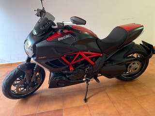 Ducati Diavel Carbón Red