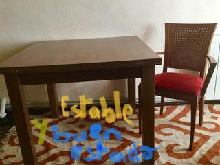 Mesa extensible y 4 sillas