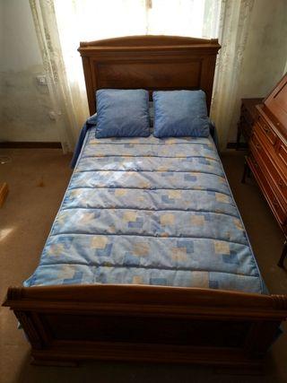 Cama de madera con somier y colchón