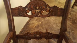 Mecedora tallada en madera de olivo