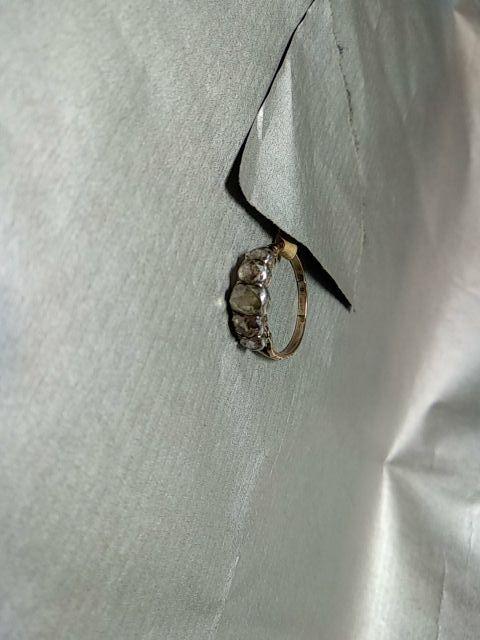Anillo isabelino de diamantes