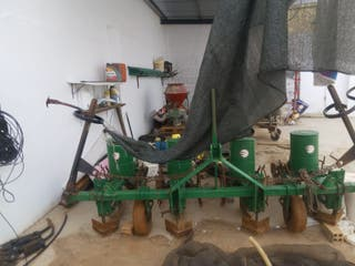 Ruedas máquina girasol y brazos de herbicidas