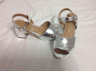 Zapatos platas nuevos