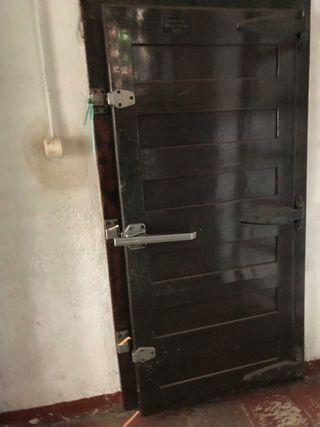 puerta camara frigorifica de madera