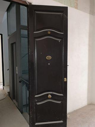 01 Puerta ventana mobila madera antigua entrada