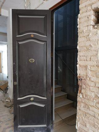 07 Puerta ventana mobila madera antigua entrada