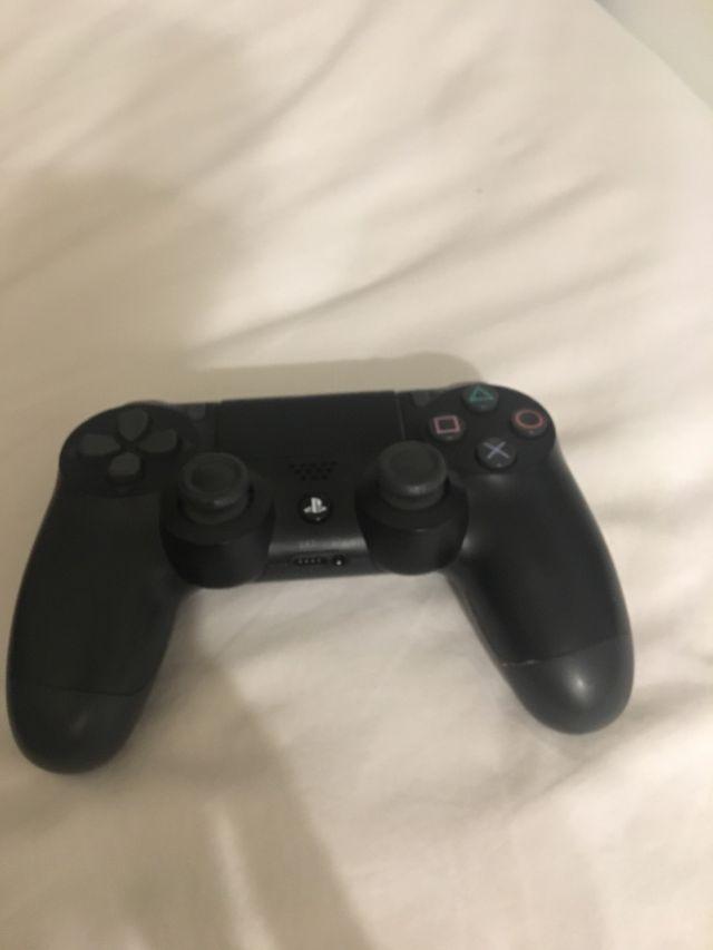 Mando PS4 nuevo y perfecto funcionamiento.