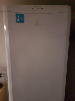 baldas, cajones etc frigorífico indesit