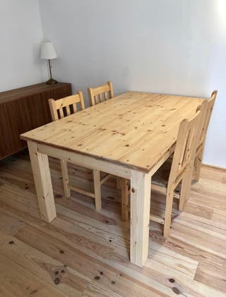 Conjunto de mesa y sillas de abeto macizo