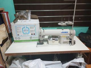 se vende máquina de coser juki