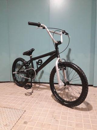 BICICLETA BMX MARCA MONTY 149