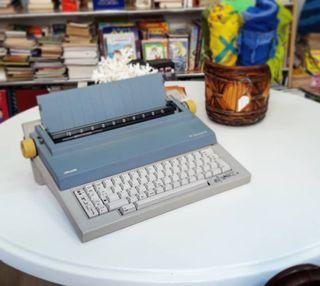 Maquina de escribir olivetti praxis 100