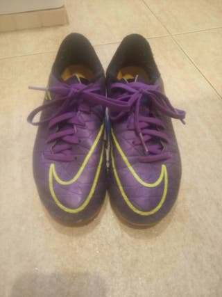 botas fútbol Nike hypervenom. niño talla N.34