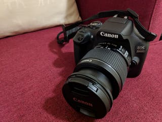 canon 2000D nueva pocos días de uso.