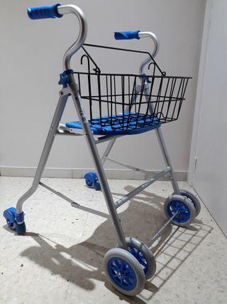 Andador de 4 ruedas con asiento y cesta.