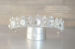 Preciosa Tiara de novia ,reina ,chica ,diadema