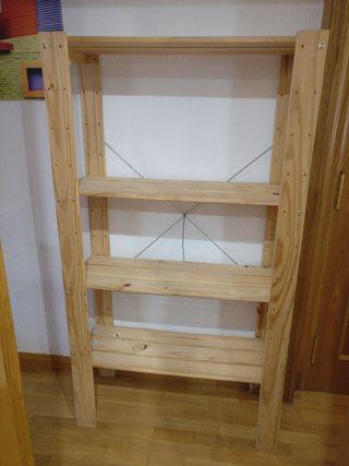 estantería madera Ikea, valor original 40€, por 25