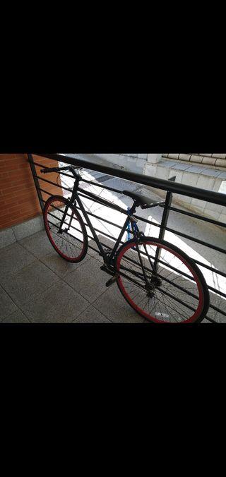 Bicicleta fixie, (con muy poco uso casi nueva)