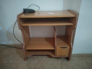 Mesa de ordenador con ruedas