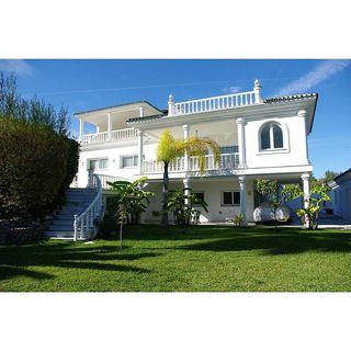 Casa en venta en Puerto Banús en Marbella