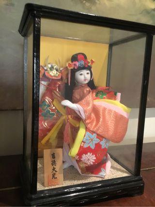 Antigua Geisha De Porcelana En Urna