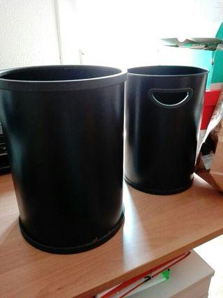 2 papeleras negras