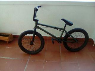 Bicicleta BMX Profesional Flybikes de 1000€