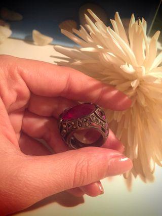 Precioso anillo piedra semipreciosa engarzada
