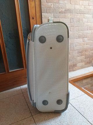 preciosa maleta blanca con ruedas