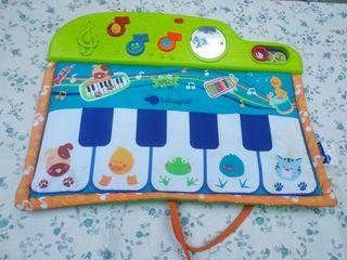 Piano de tela bebé