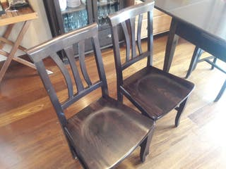 Lote de 4 sillas de madera.