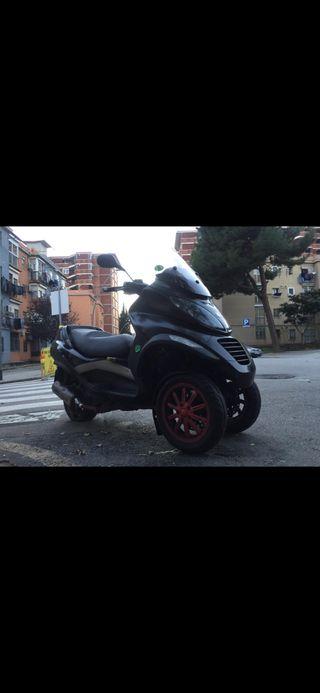 Moto PIAGGIO MP3 400