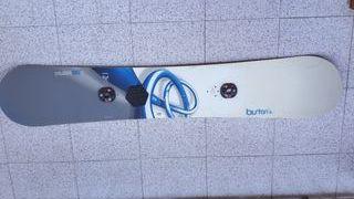 Equipo snowboard Burton.