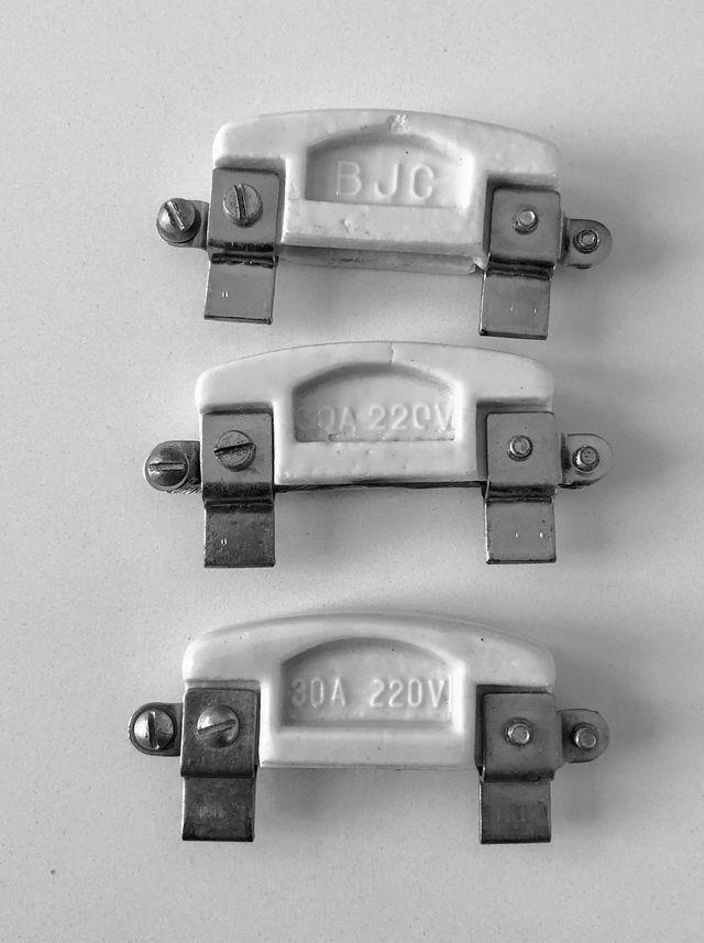 Fusibles anciens en porcelaine (3) vintage
