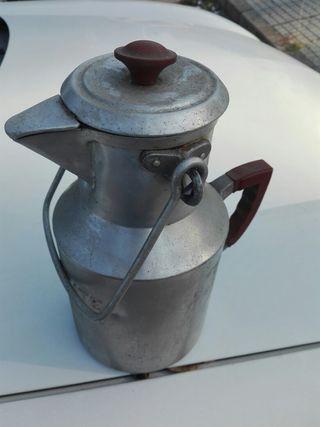recipiente antiguo para aceite