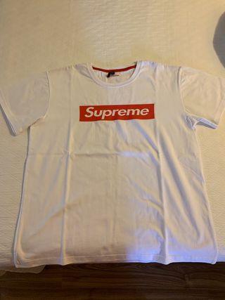 e5c2d22ed0b8 Camisetas Supreme de segunda mano en WALLAPOP