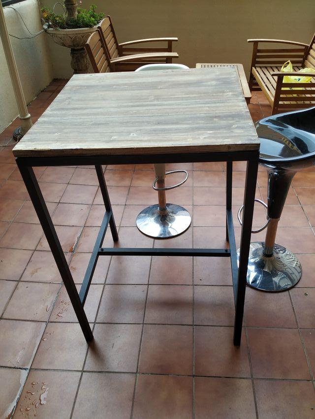 Mesa alta comedor y dos sillas de segunda mano por 120 € en ...