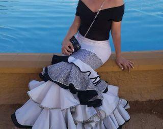 120382eba Falda flamenca de segunda mano en Córdoba en WALLAPOP