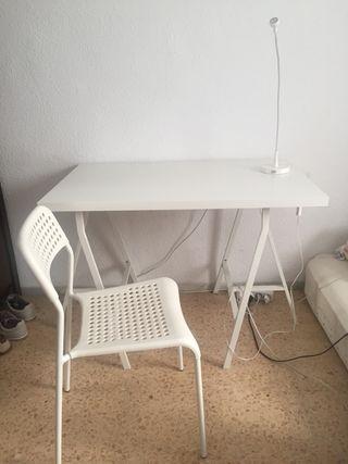 Escritorio desarmable, silla y lámpara de estudio