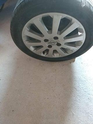 4 Ruedas Michelin con llantas de aluminio